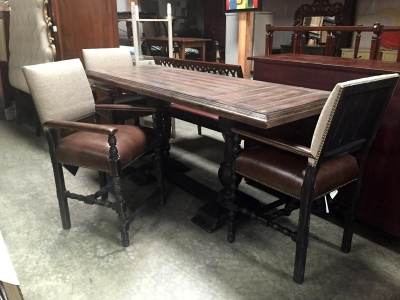 Stylish Dining Room Table and Chairs